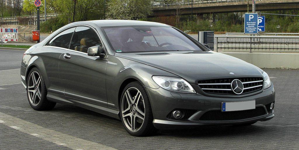 1200px-Mercedes-Benz_CL_500_Sport-Paket_AMG_C_216_–_Frontansicht_2._April_2011_Düsseldorf-1024x515