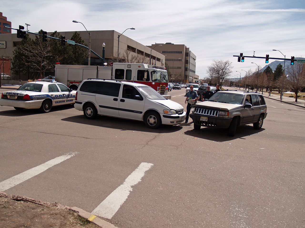1280px-Car_Accident_in_Colorado_Springs_by_David_Shankbone